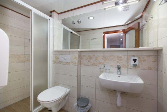 ms-apolon-bathroom
